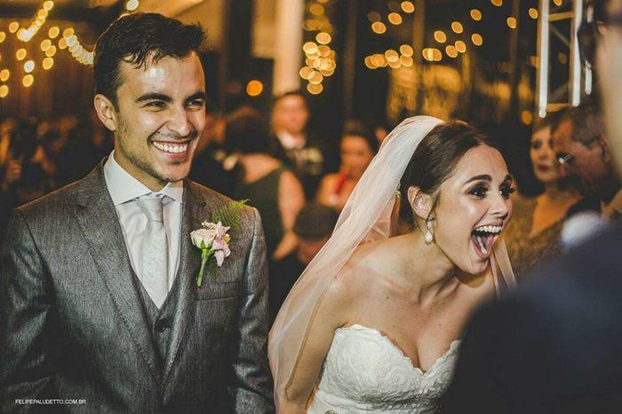 Príbeh týchto svadobčanov, ktorým na svadbu prišiel túlavý psík, je nádherný! Pozrite sa, ako reagovali