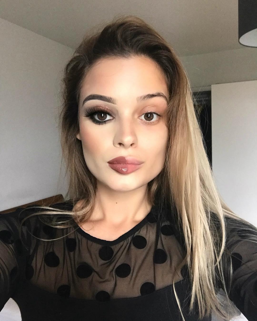 Novodobý fenomén sociálnych sietí: Ženy sa fotia s polovicou tváre namaľovanou a polovicou naturálnou