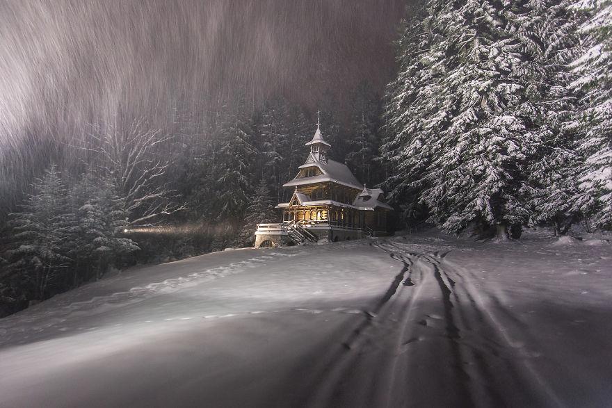Čaro zimy vraj nájdete v Poľsku. Pozrite sa na krásne zábery zo zimnej krajinky spoza severných hraníc