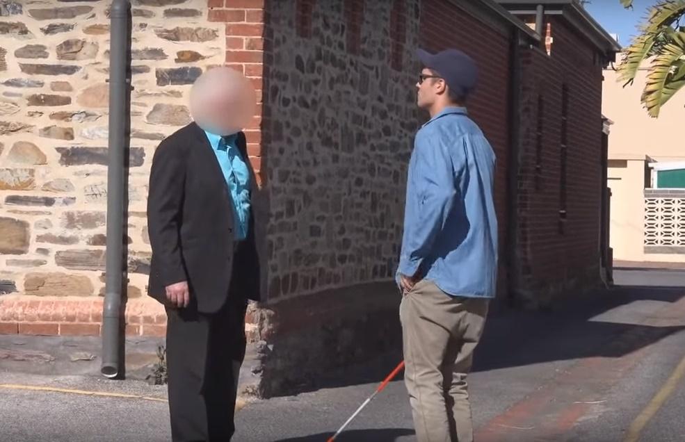 Sociálny experiment: Ukradli by ste peniaze slepému človeku? Z výsledkov budete prekvapení