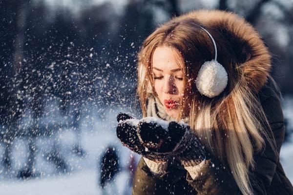 Aj medzi kozmetikou sú nevyhnutnosti, bez ktorých sa ani túto zimu nezaobídeš. Toto sú tri z nich