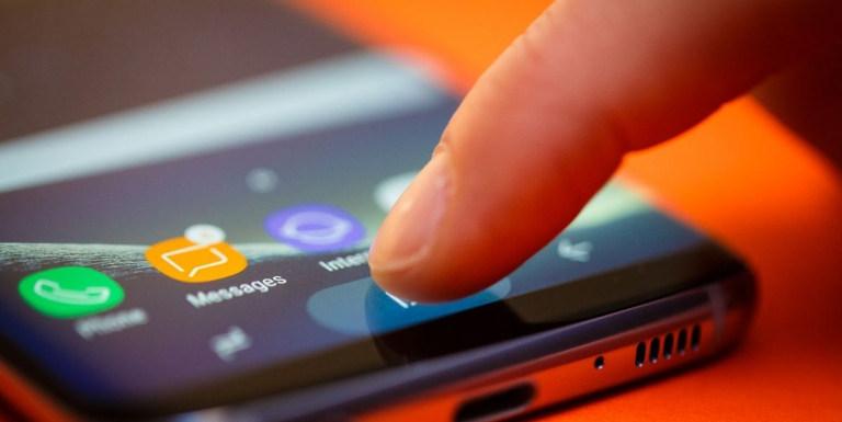 Dospelí uprednostňujú na Vianoce Galaxy S8, mladí zase iPhone. Prečo je tak tomu?