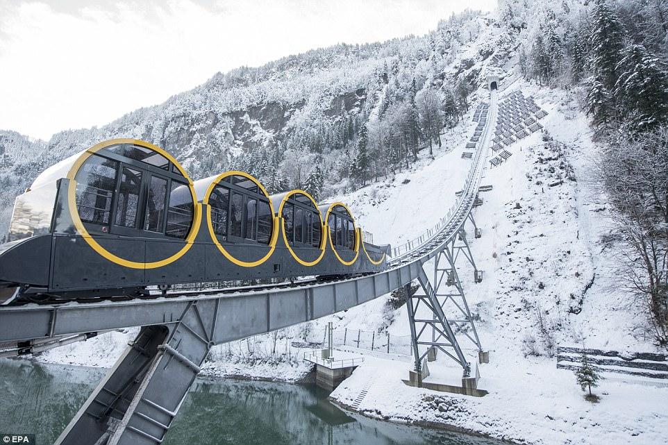 Švajčiarsko opäť raz prekvapuje! Tentokrát najstrmšou pozemnou lanovkou na svete so stúpaním 110%