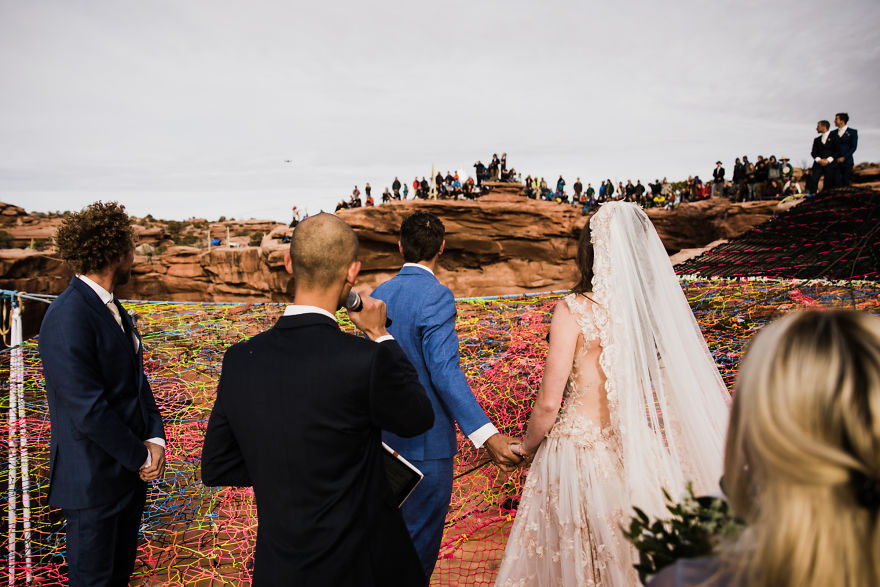 marriage-done-at-120-meters-high-will-take-your-breath-away-5a65abcf84421__880