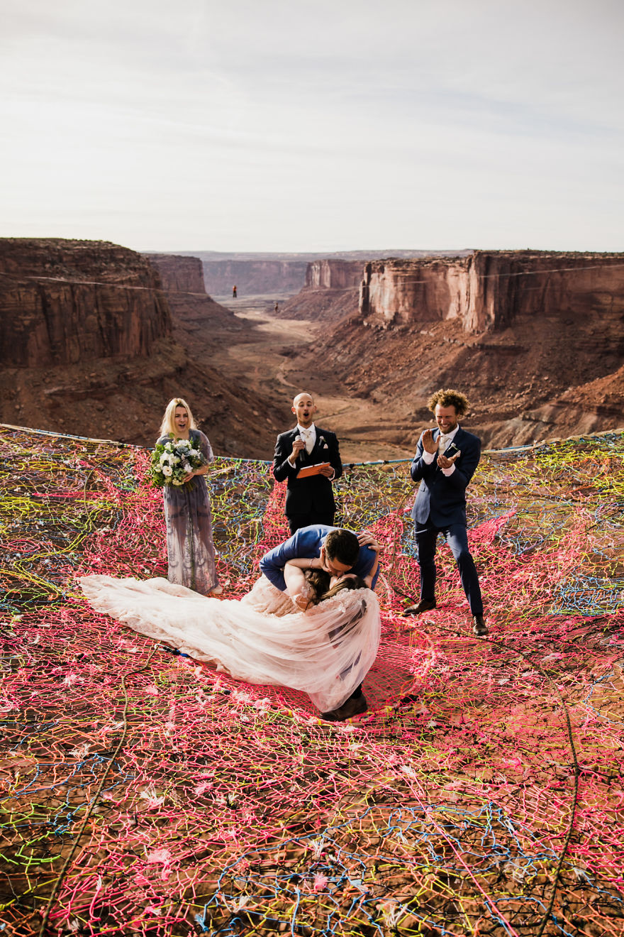 marriage-done-at-120-meters-high-will-take-your-breath-away-5a65abe43513c__880
