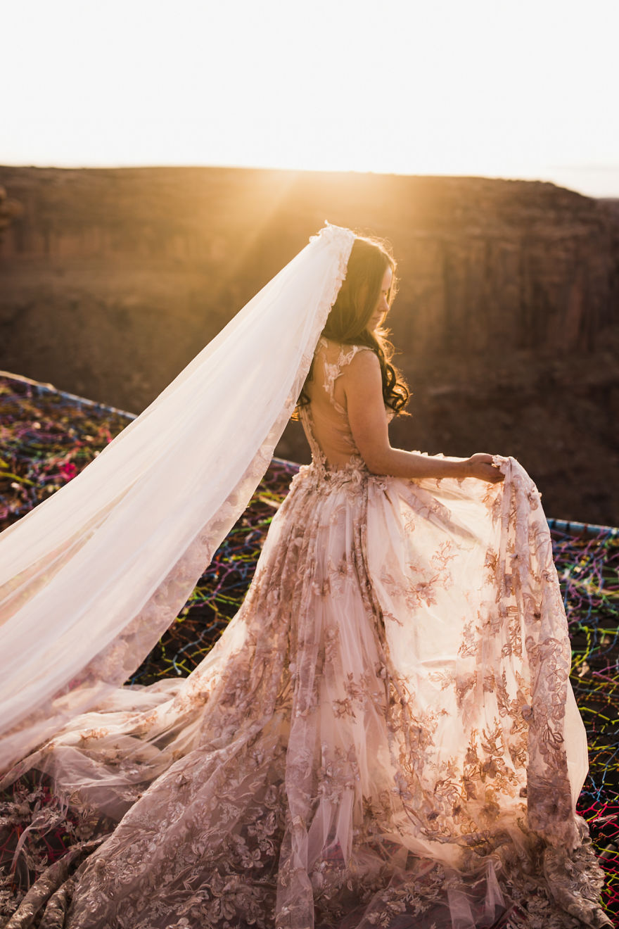 marriage-done-at-120-meters-high-will-take-your-breath-away-5a65abffc1aa9__880