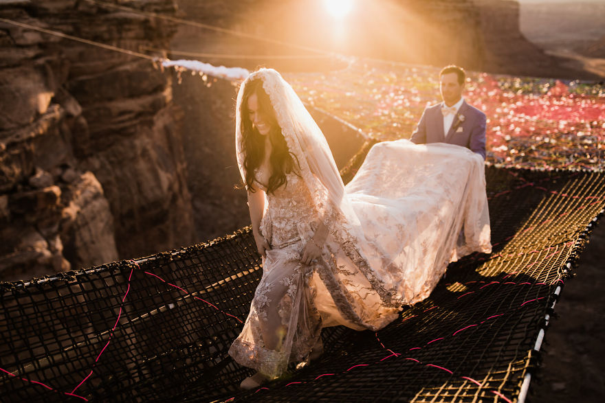 marriage-done-at-120-meters-high-will-take-your-breath-away-5a65ac0331f27__880