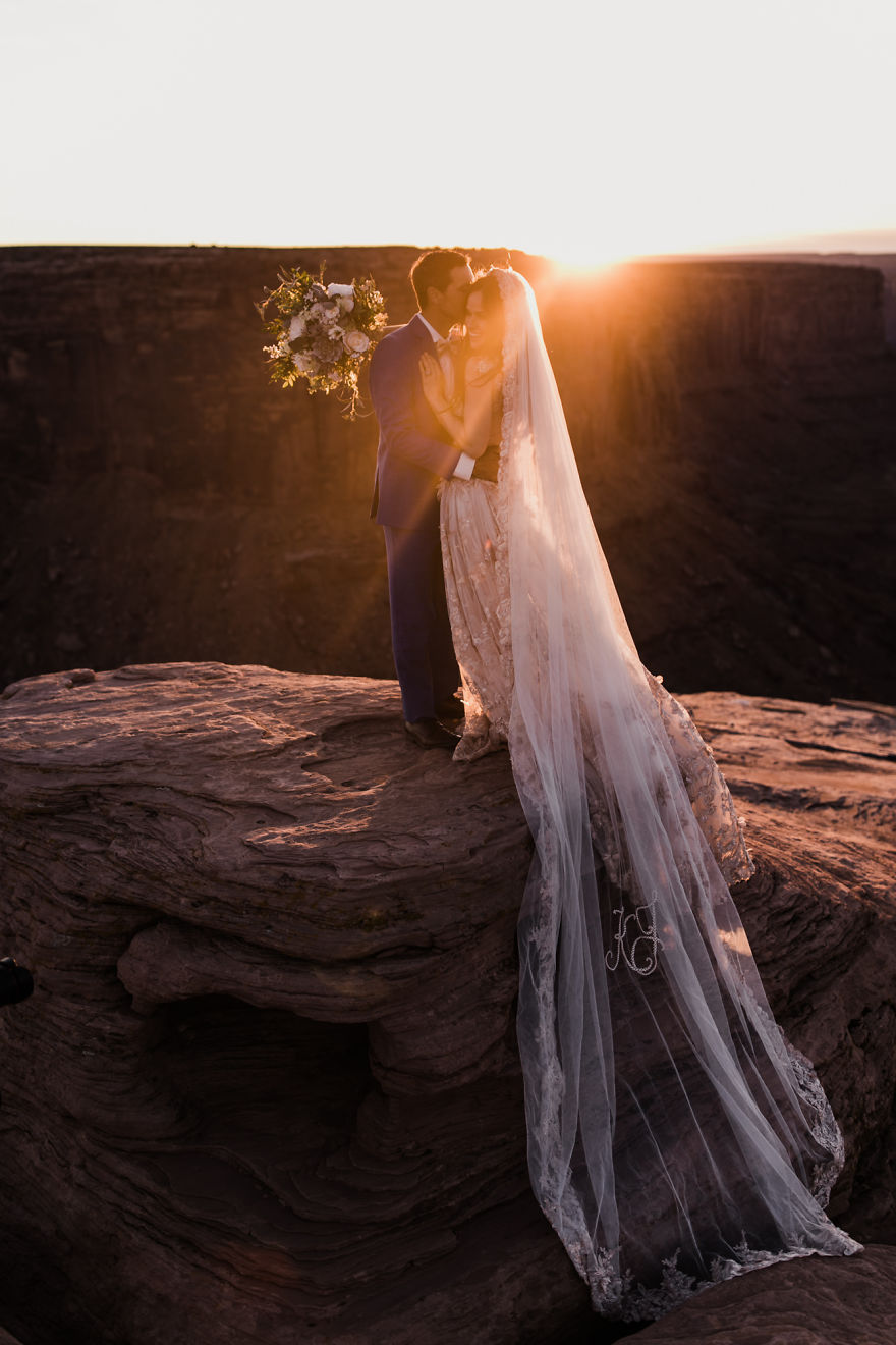 marriage-done-at-120-meters-high-will-take-your-breath-away-5a65ac139fa44__880