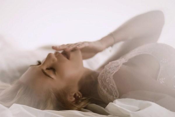 Dara Rolins natočila svoj najvzrušujúcejší videoklip. V záberoch ju uvidíte takmer nahú!