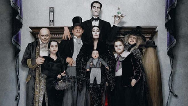 Addamsovci sa rokmi poriadne zmenili! Pozri sa, ako sa čas podpísal na legendárnej rodinke