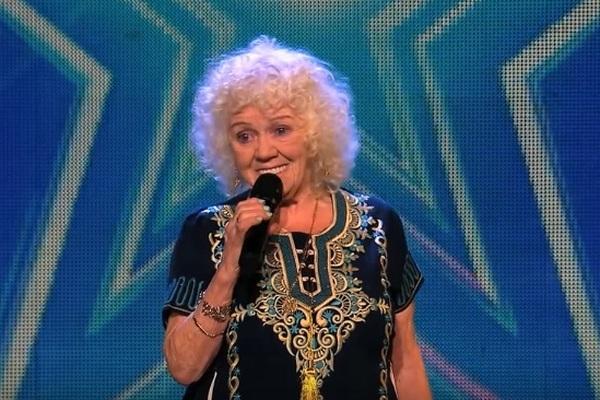 Video: 81-ročná babka predviedla obrovský talent. Za svoje vystúpenie si vyslúžila Zlatý bzučiak