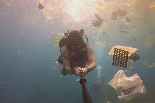Muž natočil vodnú scenériu neďaleko ostrova Bali. Z jeho záberov vám bude do plaču!