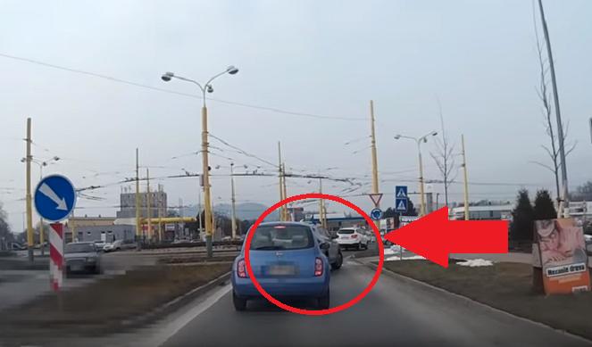 Arogancia za volantom, aká sa len tak nevidí! Pozri sa, čo stváral vodič v Žiline