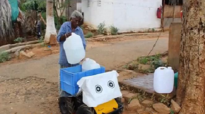 Vedci sa rozhodli pomôcť chudobným Indom špeciálnym robotom. Ten im má pomáhať s vodou