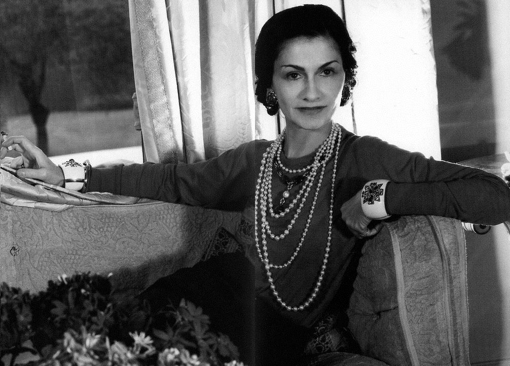 Pravda o Coco Chanel:bola závslá na drogách a milenkou príslušníka SS