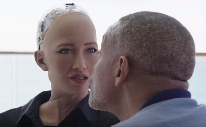 Will Smith si vyskúšal randiť s humanoidným robotom. Takto reagovala Sophia, keď ju chcel pobozkať
