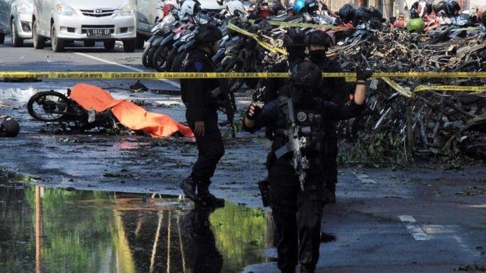 Bombové útoky v Indonézii si vyžiadali najmenej 11 mŕtvych