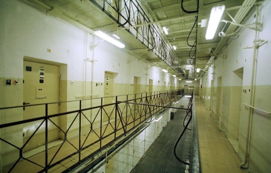 V okovách- príbeh desiatich doživotne odsúdených väzňov sediacich v Leopoldove