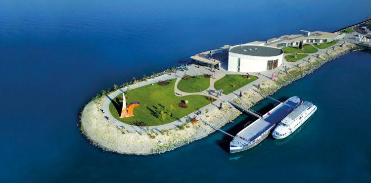 Danubiana, jedno z najromantickejších múzeí moderného umenia v Európe, sa nachádza len kúsok od nášho hlavného mesta