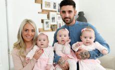 Pripravovali sa na príchod jedného bábätka, no osud im nadelil identické trojčatá. Ako si táto rodinka nažíva?