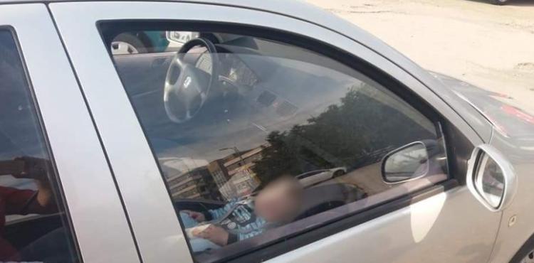 Ďalšie dieťa zatvorené v rozpálenom aute! Kedy konečne tí rodičia už dostanú rozum?!