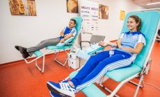 Včera bol Svetový deň darcov krvi. Podporili ho aj naši policajti či hasiči