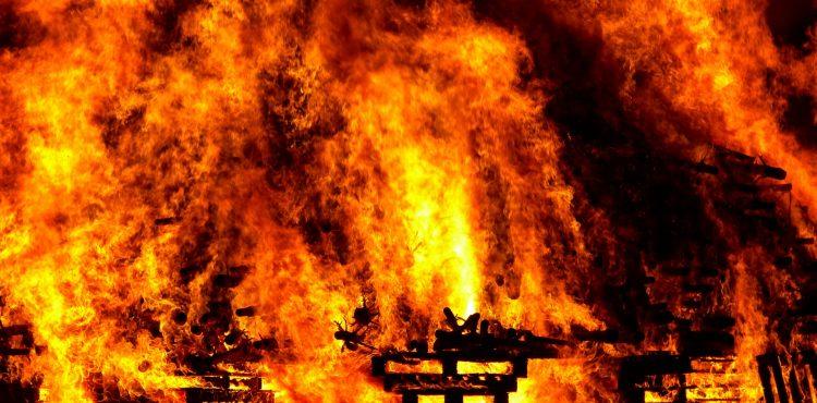 Keď oheň zabíja! Ubehol rok od smrtiaceho požiaru v Londýne!
