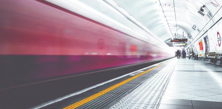 VIDEO: Japonský rýchlovlak v plnej rýchlosti zrazil samovraha! Vôbec nikto si to však nevšimol