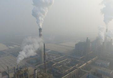 Peking bojuje za čistejšie ovzdušie. Do dvoch rokov by mal zatvoriť tisícku podnikov