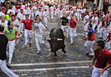 Tradičný beh s býkmi v španielskej Pamplone: Včera sa pri ňom zranili ďalší štyria ľudia