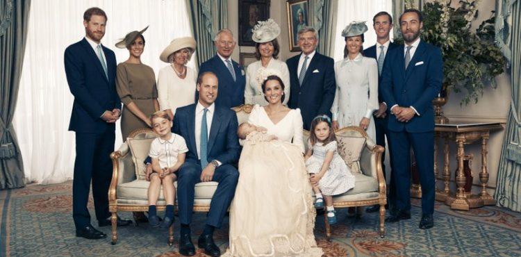 Kráľovská rodina zverejnila oficiálne fotky pri príležitosti krstu princa Louisa