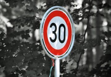 V obci 30-tka, mimo obce 70. Dočkáme sa na Slovensku takýchto rýchlostných obmedzení?