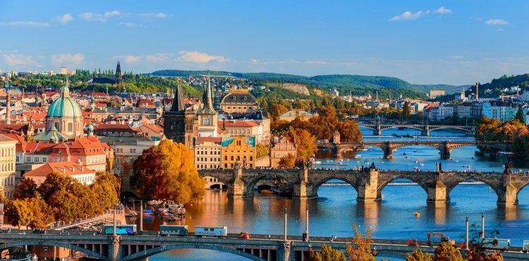 Presťahujeme sa do Česka? Žije sa tam totiž niekoľkokrát lepšie. Prečo je to tak?