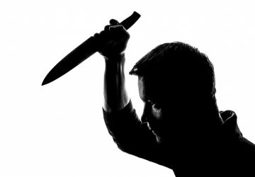 ŠOK: Agresívny muž brutálne dobodal manželku priamo pred očami ich maloletého syna!