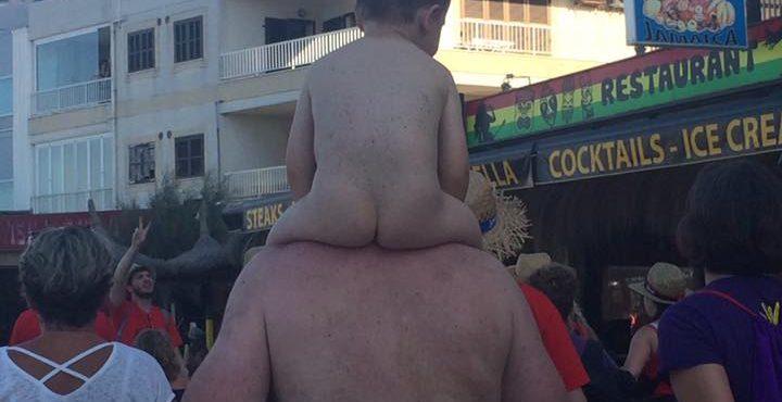 FOTO: Aký otec, taký syn! Vtipný záber, ktorý dokonale vystihuje toto milé porekadlo – to musíš vidieť!