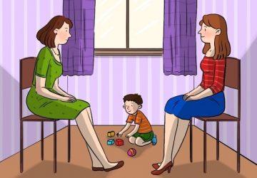 Hádanka: Jedna z týchto dvoch žien je matkou malého chlapčeka. Dokážete správne vydedukovať, ktorá?