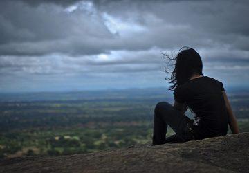 Nový výskum dokazuje, že by sme nemali byť sami. Osamelosť je pre nás škodlivejšia ako fajčenie či obezita