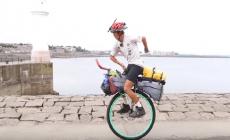 Nový svetový rekordman: Mladík ako prvý precestoval svet na jednokolesovom bicykli. Na cestu sa však nevybral len tak – podporil dobrú vec