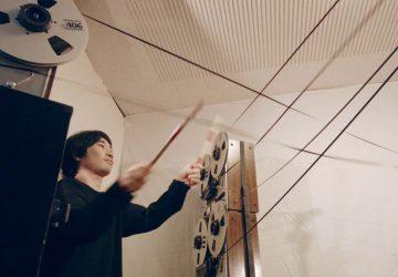 Trio Open Reel Ensemle vytvára unikátne skladby tým, že bubnuje na magnetofónové pásky. Na tento zvuk môžete aj tancovať!
