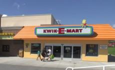 Otvorili legendárny Kwik-E-Mart, ktorý poznáme zo Simpsonovcov. Nakúpiť tam môžete pivo Duff či iný tovar, ktorý kupuje i animovaná žltá rodinka