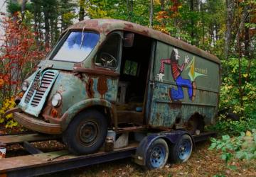 Narazili na kus rock'n'rollovej histórie! V lese našli starú dodávku, ktorá kedysi patrila kapele Aerosmith