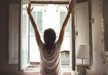 POZOR! Dávate si pravidelne rannú sprchu? CHYBA! Pozrite sa, akých najväčších chýb sa každé ráno dopúšťame a ani si to neuvedomujeme