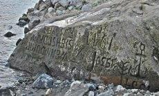 Naprieč Európou ľudia začali objavovať kamene so záhadnými nápismi. Odkiaľ pochádzajú a pred čím nás varujú?