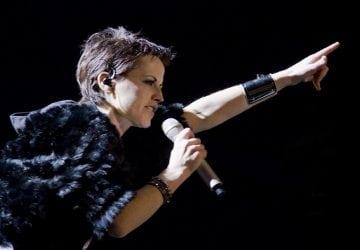 Je známe, prečo umrela speváčkaDolores z Cranberries. Zabilo ju TOTO