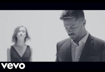Počuli ste už pesničku Holubička od Adama Ďuricu? Text piesne preňho napísala speváčka Sima Martausová