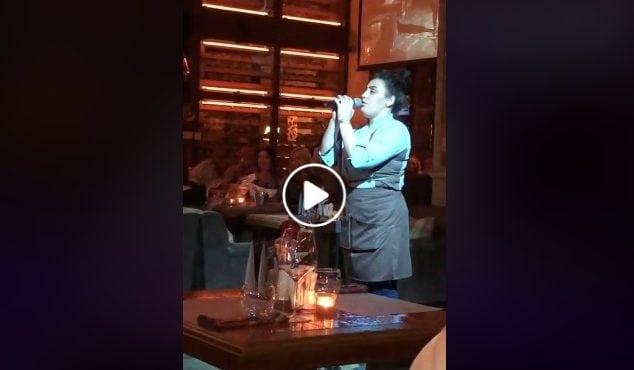 Čašníčka sa postarala o najväčšie prekvapenie čias. Zaskočila za speváčku a zaspievala hit od Whitney Houston ako skutočná bohyňa!