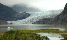 Malá dedinka na Aljaške sa stáva čoraz atraktívnejšou pre turistov. Viete, aký je dôvod?