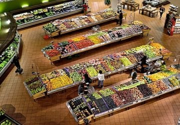 Slovenské supermarkety už zrejme nebudú môcť vyhadzovať potraviny. Tie by mali poputovať charite