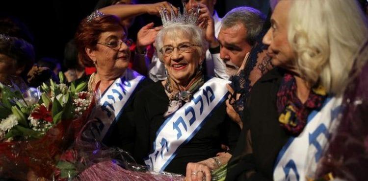 Módne prehliadky nie sú len pre dvadsiatky sdlhými nohami. VIzraeli sa konala súťaž krásy preživších holokaust
