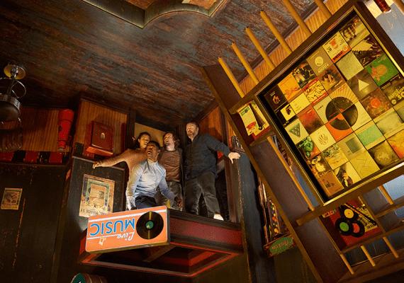 Známy hororový režisér Adam Robitel nakrútil Escape Room, z ktorej neutečiete